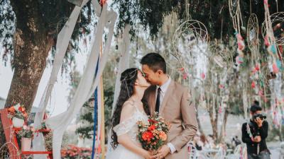 Lên kế hoạch trang trí tiệc cưới cho cặp đôi bận rộn