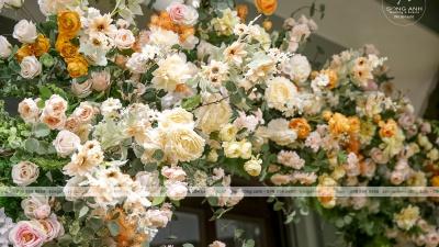Sử dụng hoa trang trí tiệc cưới như thế nào cho phù hợp