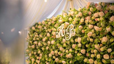 Tinh tế hoa lụa trong trang trí tiệc cưới