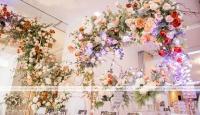 Có nên sử dụng những mẫu trang trí tiệc cưới có sẵn tại nhà hàng, khách sạn hay không?