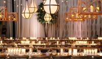 5 cách trang trí tiệc cưới với ánh nến cho một không gian ấm cúng mùa đông này