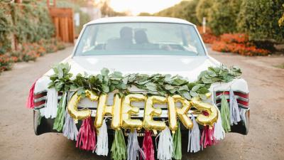Trang trí xe hoa độc đáo cho cặp đôi mới cưới