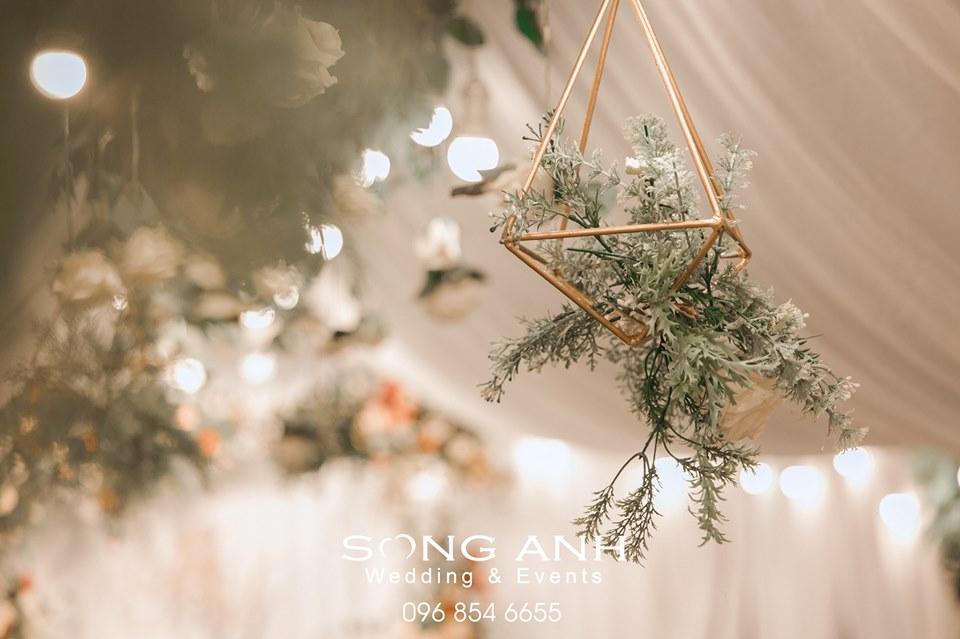 Trang trí tiệc cưới bằng chi tiết ánh kim đem lại cảm giác sang trọng