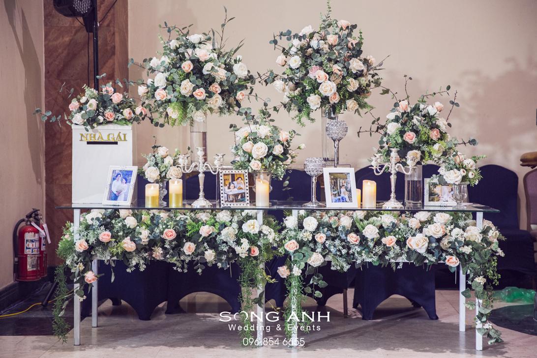 Chọn màu hoa phù hợp với mùa đông thể hiện sự tinh tế trong trang trí tiệc cưới