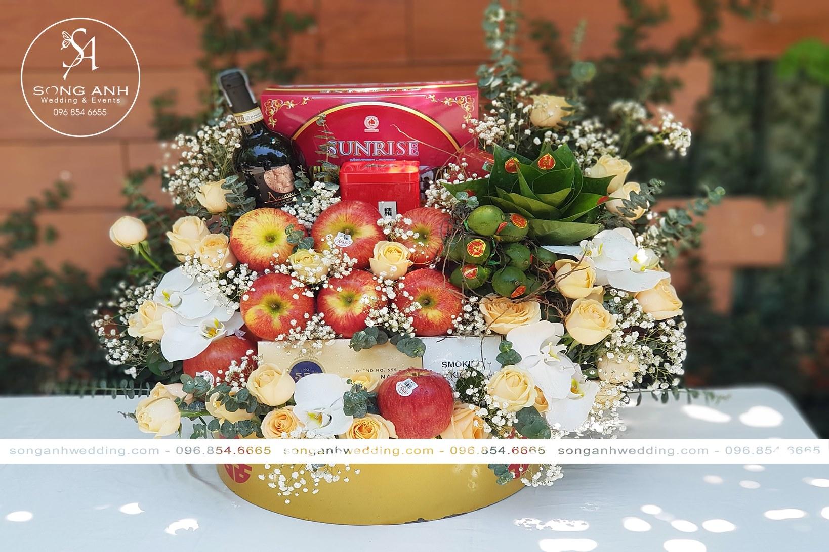 Tráp hoa quả cầu chúc hôn nhân của đôi uyên ương luôn ngọt ngào đơm hoa kết trái