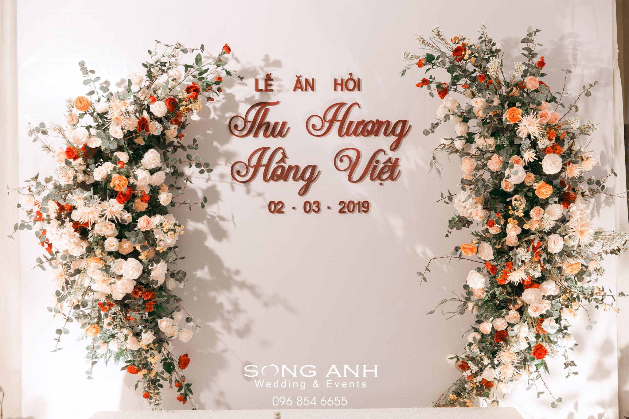Hoa trang trí tiệc cưới