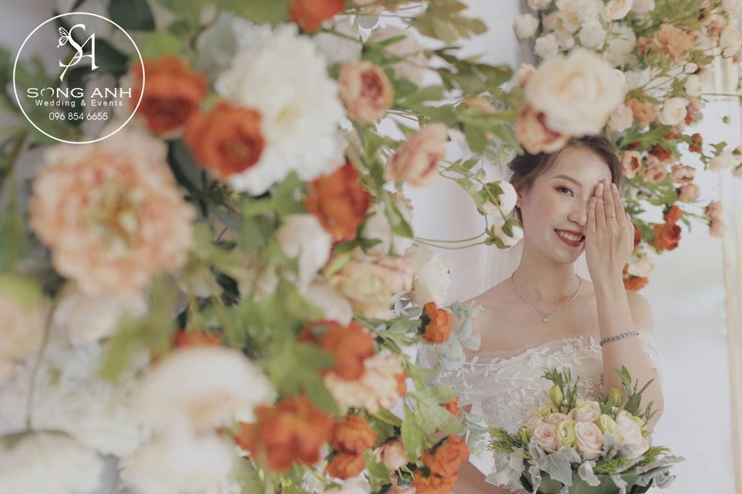 trang trí tiệc cưới hoa lụa