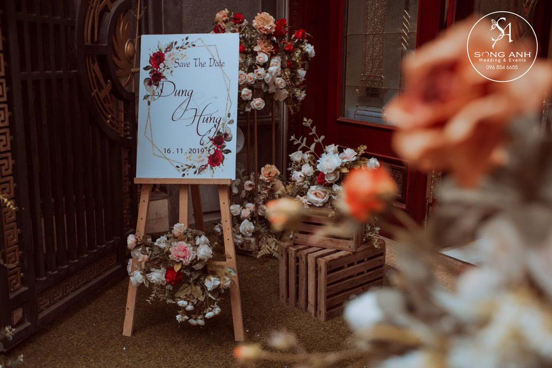 Hoa lụa trang trí tiệc cưới
