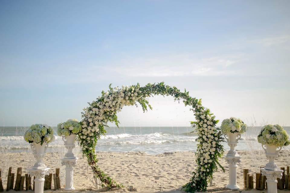 trang trí tiệc cưới trên biển
