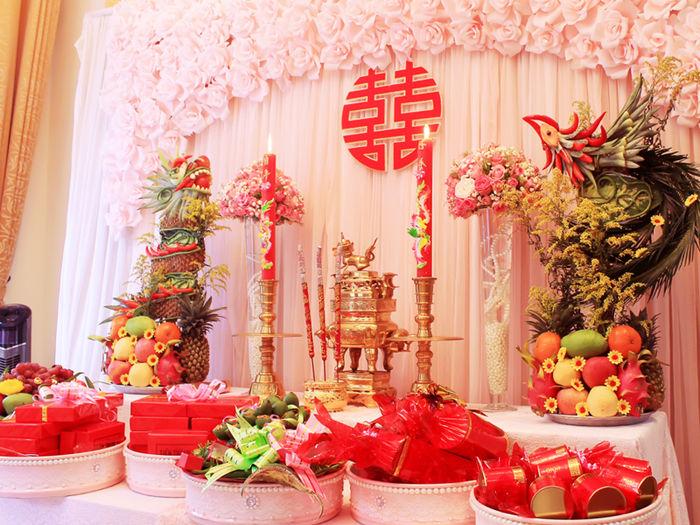 bàn gia tiên trang trí tiệc cưới