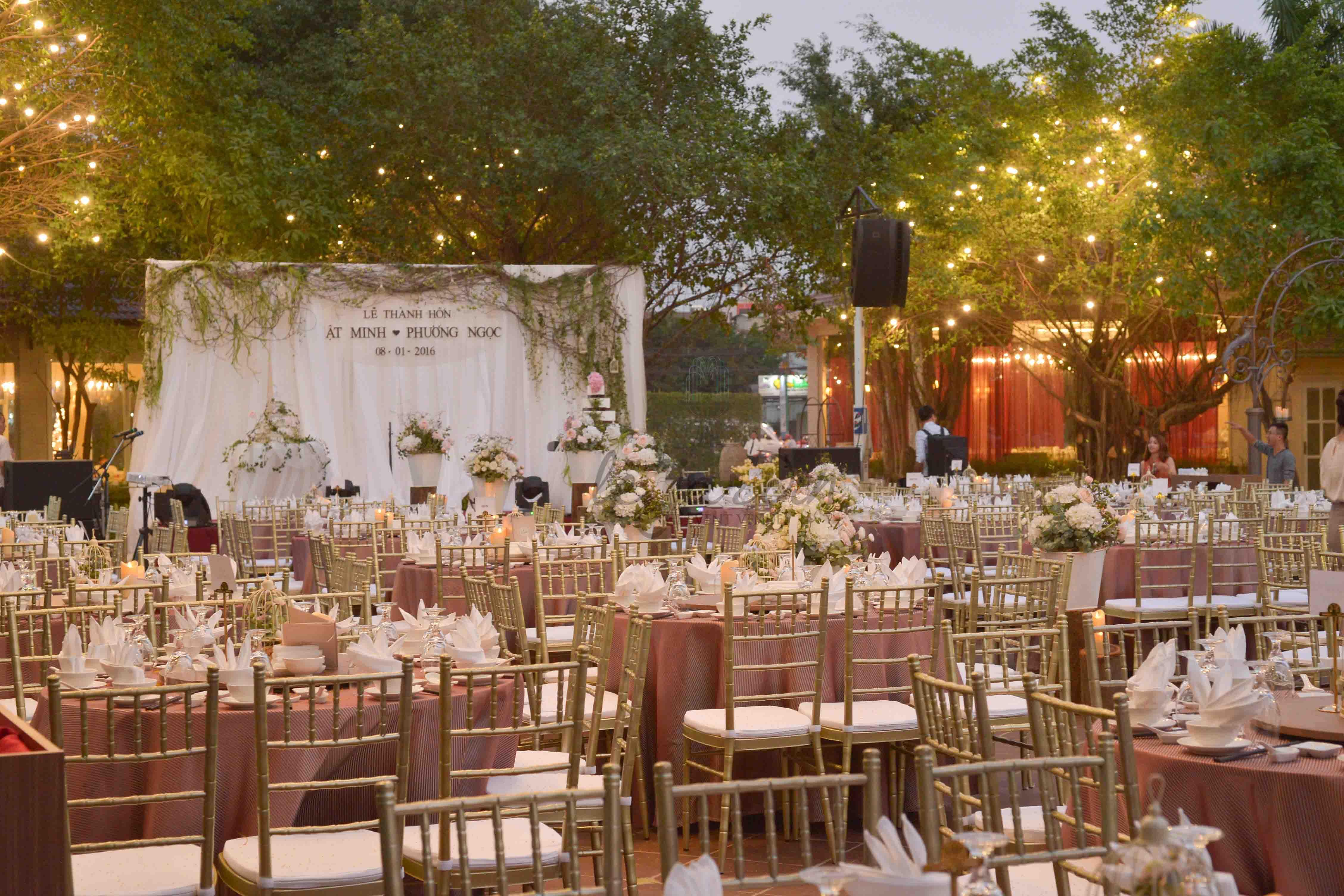không gian tiệc cưới ngoài trời