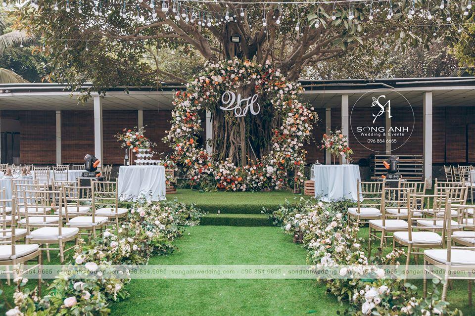 chuẩn bị tiệc cưới