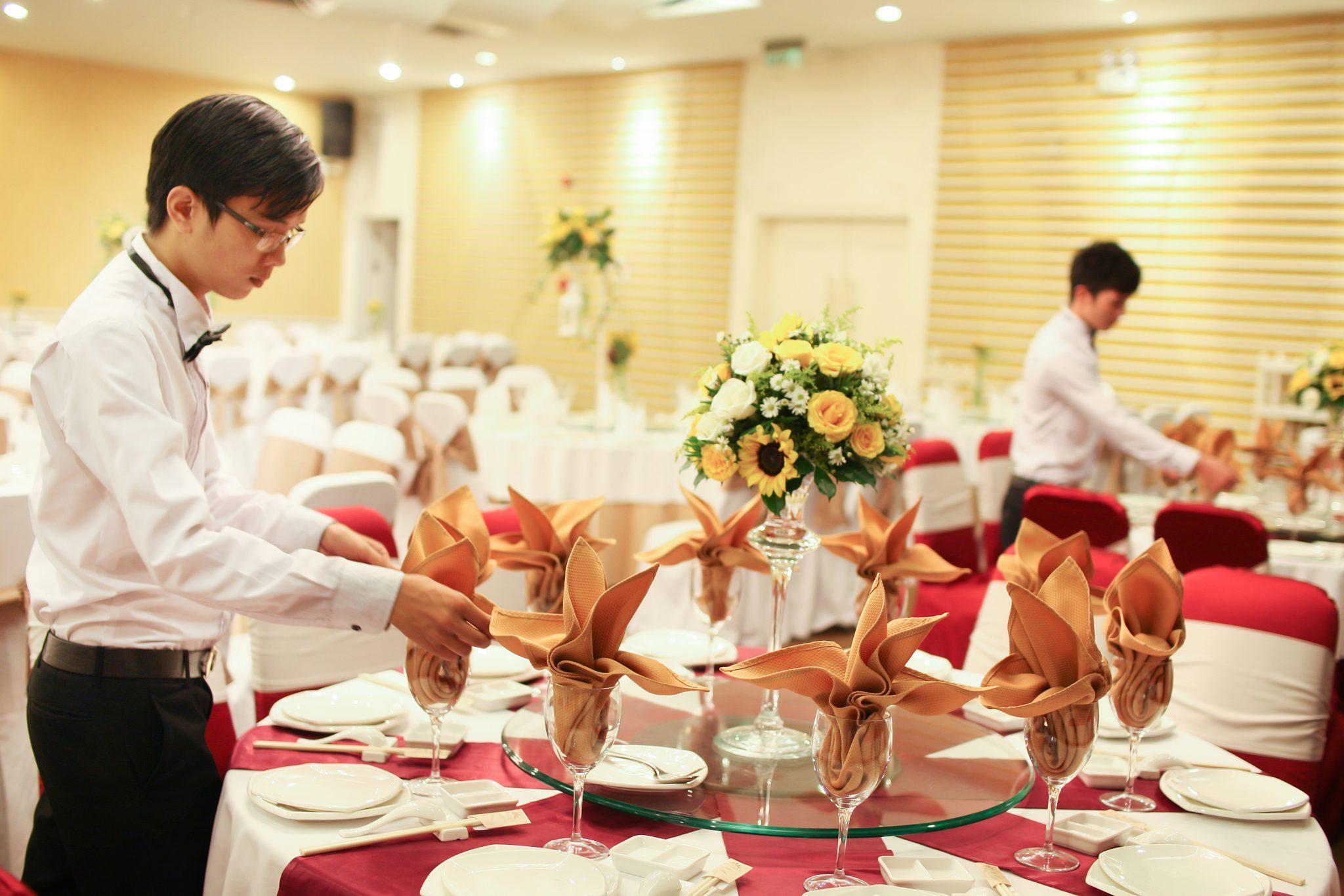 chi phí tổ chức tiệc cưới nhà hàng, khách sạn