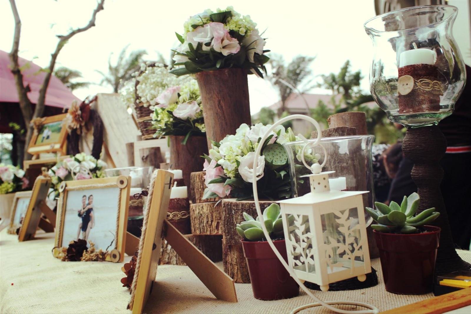 bàn gallery trang trí tiệc cưới