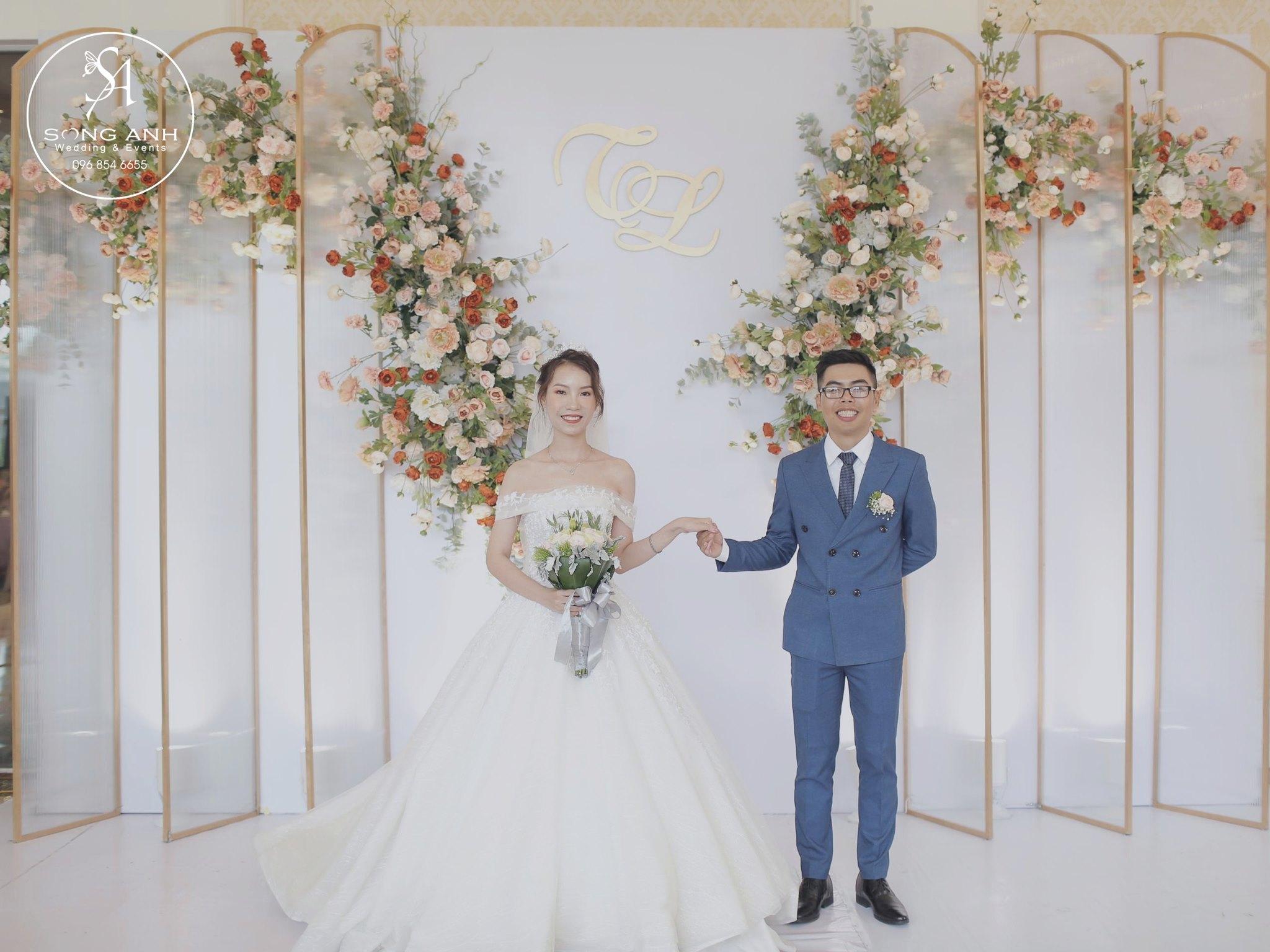 Nên lựa chọn trang phục cưới cho cô dâu chú rể phù hợp với thời tiết